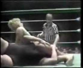 female vs female wrestling headscissors picture 1