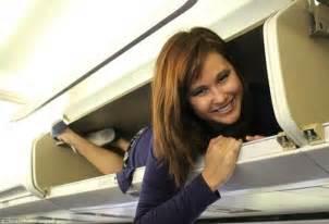 flight attendant taking gordonii picture 14