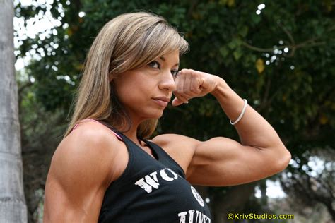beautiful female bodybuilders flexing biceps picture 7