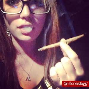how you smoke in sexy way picture 1