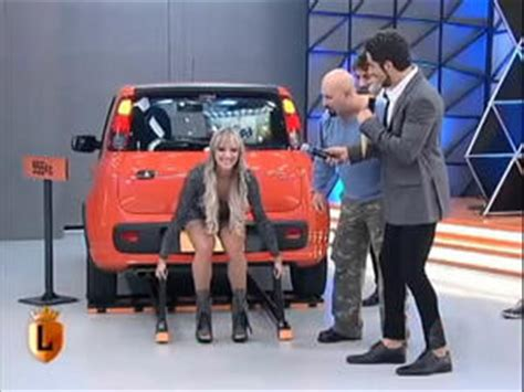 female lifting car picture 3
