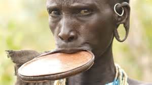 african tribe who use discs in their lips picture 3