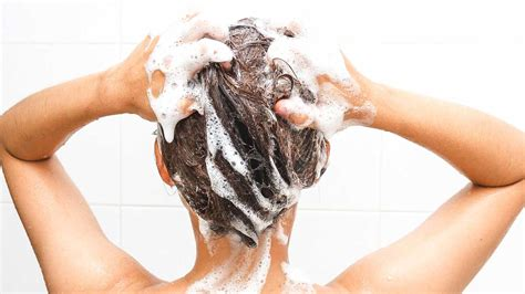 causes of oily hair picture 3