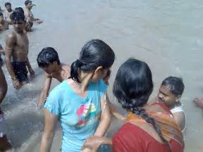 women of indian taking gang bath picture 1
