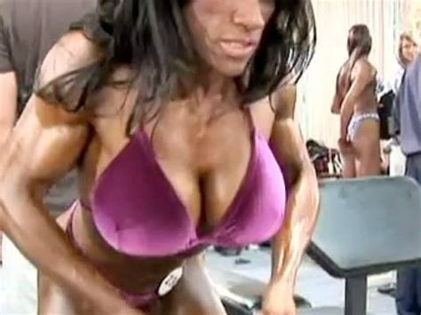 akila pervis ebony muscle picture 9
