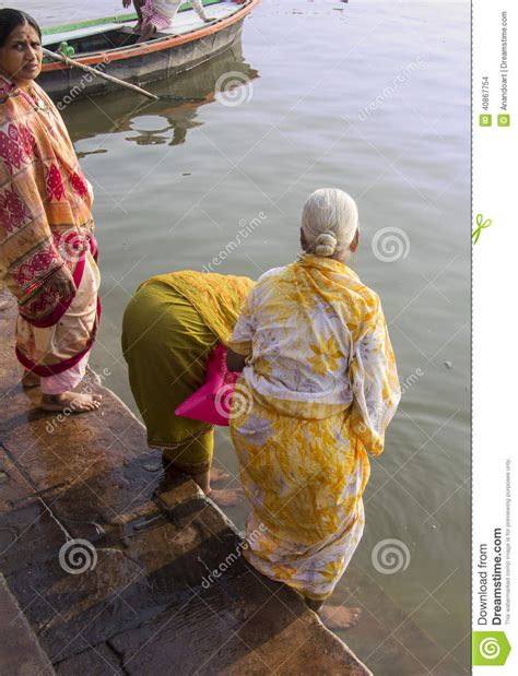 ladies taking bath in holy rivers in xossip picture 9