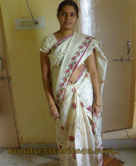 aunty ki gand touch in bhid me new picture 6