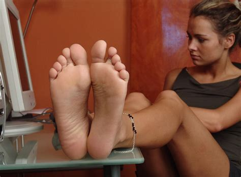 allyoucanfeet, tickling picture 3