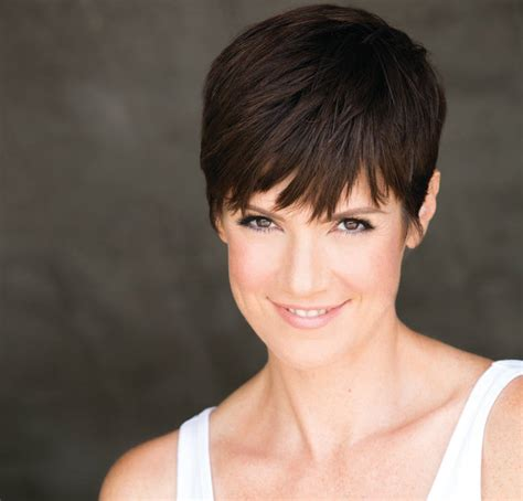 does zoe mclellan have long hair picture 9