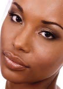 applying make up dark skin picture 3