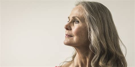 woman's face gradually aging picture 15