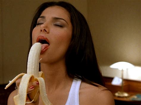 roselyn sanchez with lipgloss on picture 13