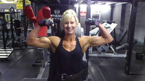 female bodybuilders armwrestling picture 1