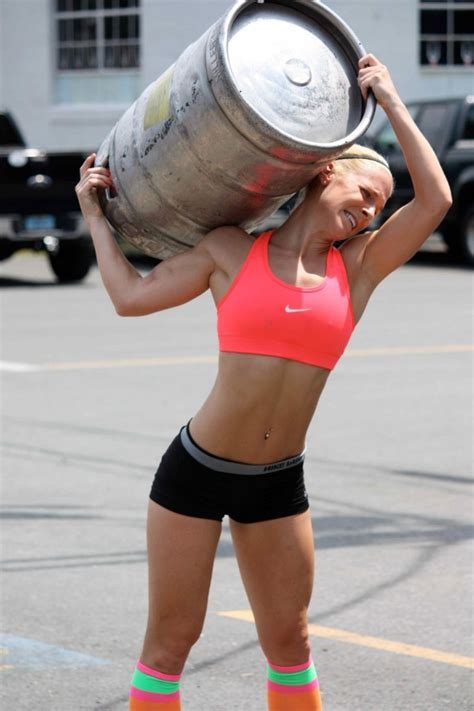 female bodybuilders lifts and carries picture 5