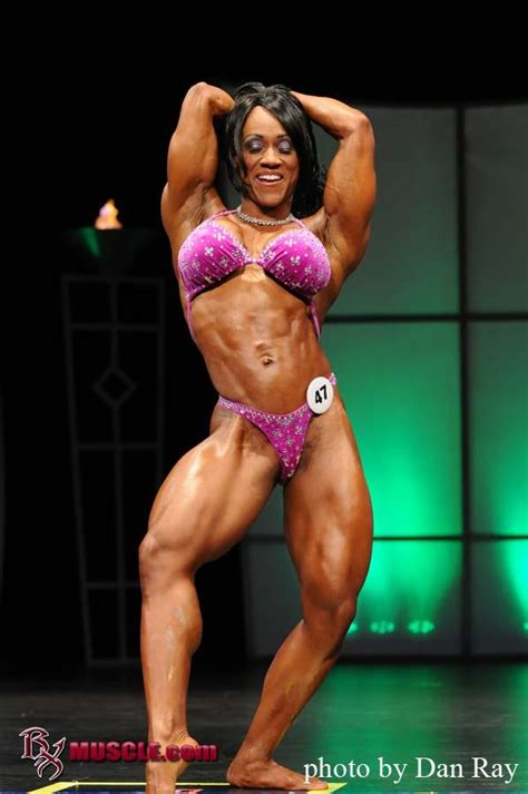 akila pervis ebony muscle picture 5