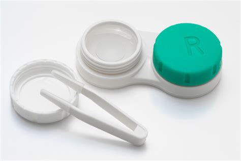 contact lense er health concern picture 5