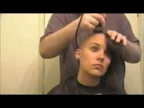 barber forced girl to shave her head at picture 5
