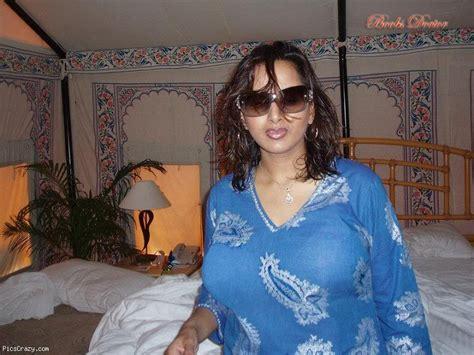 world full sexy milky breast doodh pilane wali picture 5