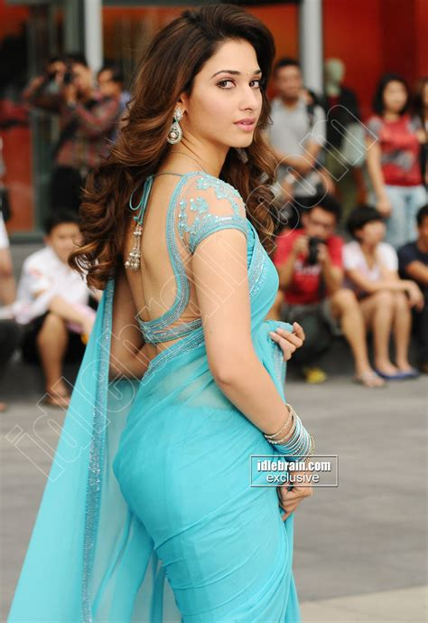 sexy hot back side saaree stills picture 2