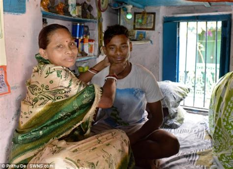 indian real mom and small son sex picture picture 2