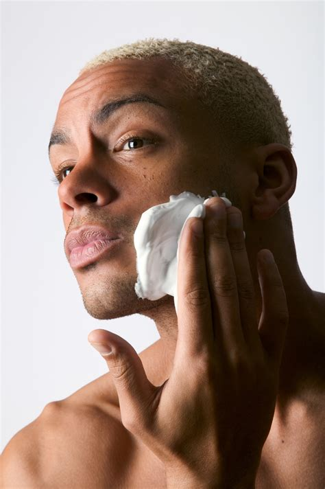 acne caused by shaving picture 2