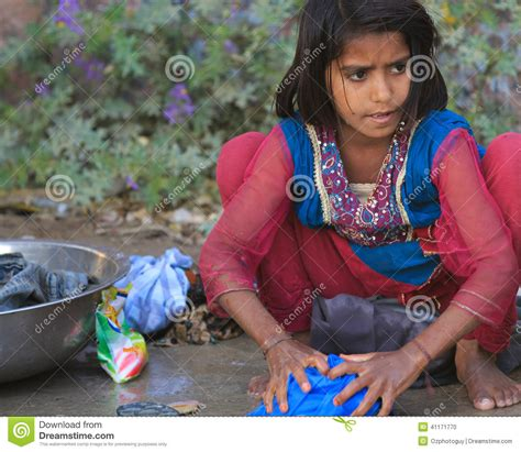 indian women washing cloth picture 3