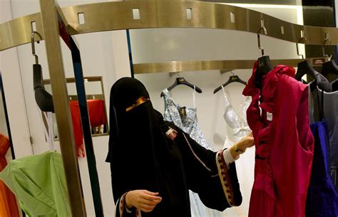 women sex shop labi picture 5