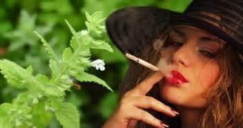 women that smoke menthol cigarettes picture 11