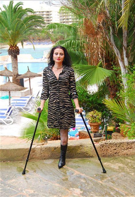 women crutching picture 19