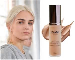 applying make up dark skin picture 6
