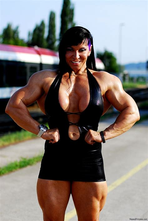 world of female muscle picture 7