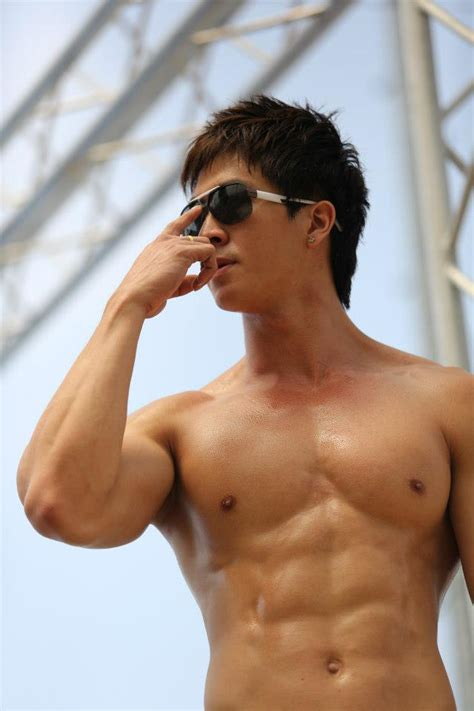 asian muscles guy picture 5