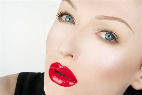 red glossy lips picture 2