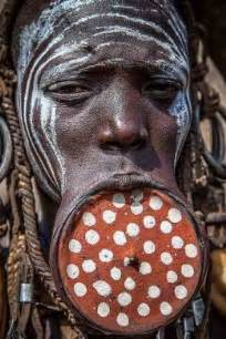 african tribe who use discs in their lips picture 10