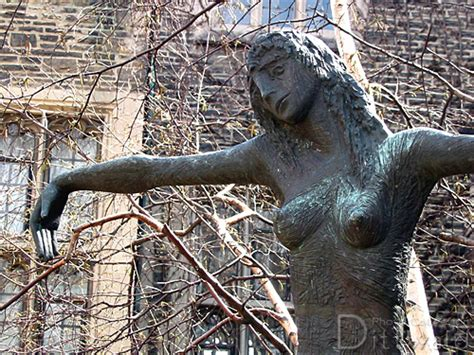 women being crucified picture 22