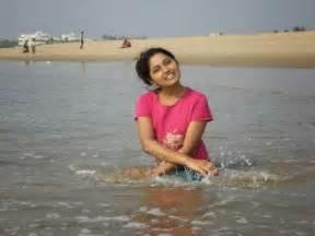 desi women bathing picture 3