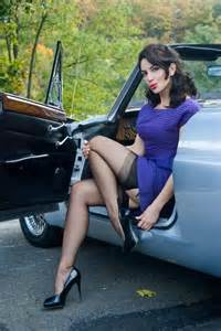 auto me blouse me haath touch picture 4