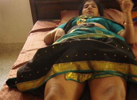 indian aunties mms scandal online picture 1