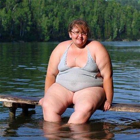over 50 plump women bath picture 1