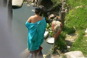 desi aunty outdoor bath mms picture 2