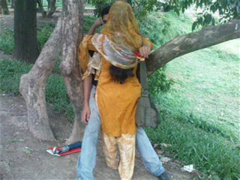 indian women outdoor scandal picture 5