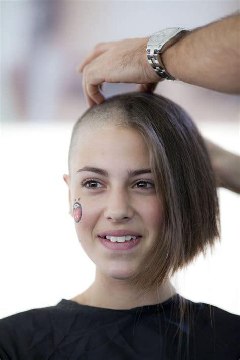2014 indian women barber shaving heads picture 6