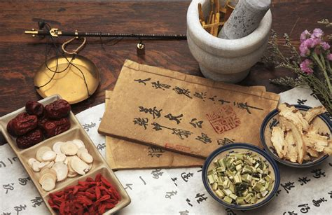 chinese doctors practicing herbal remedies picture 13