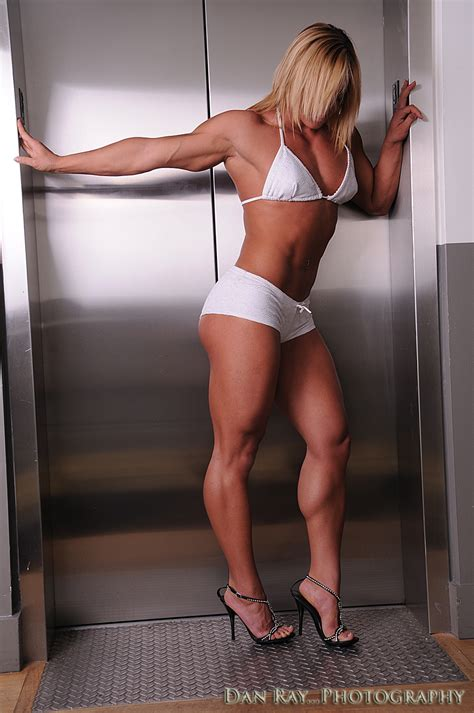 women with musclar legs especially calves picture 1