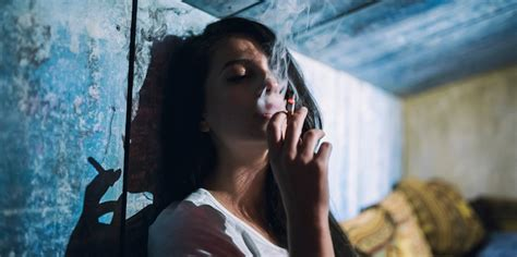 women who like to smoke y picture 1