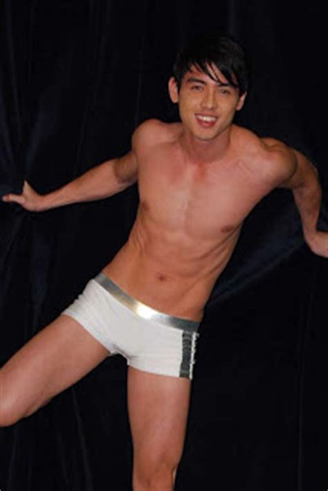 pinoy men body expose picture 7