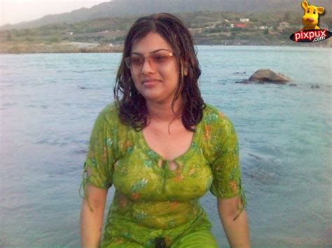 karachi sex aunti picture 9