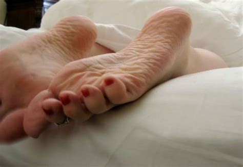 feet going to sleep picture 14