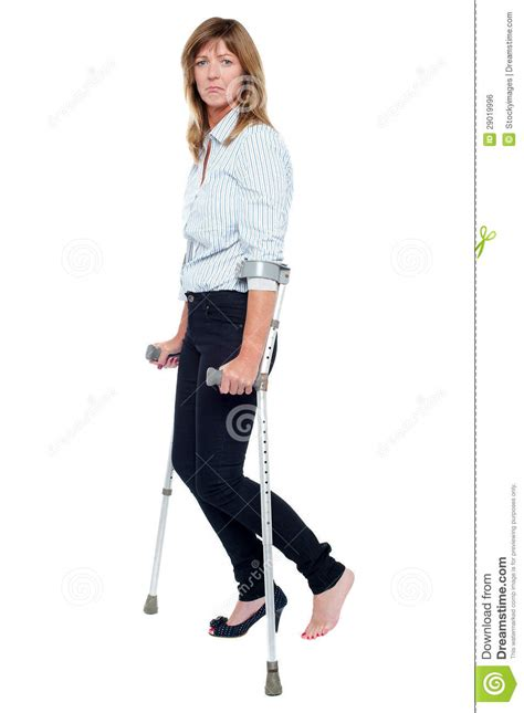 women crutching picture 14