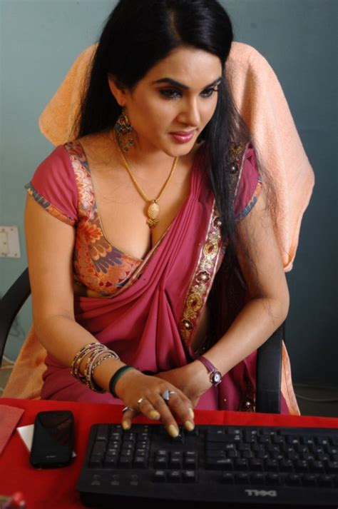 asha sharth hot sex saree side view pose picture 3